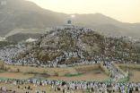 حجاج بيت الله يبدأون النفرة من عرفات إلى مزدلفة