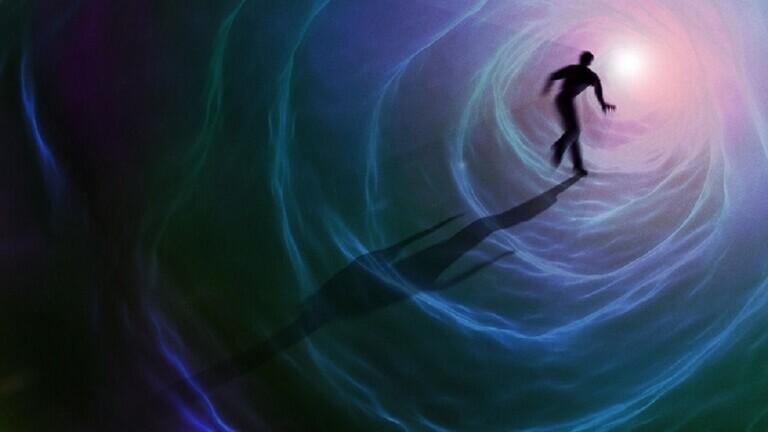 """فيزيائي يزعم أن طاقة الإنسان لا تموت بعد وفاته - فيزيائي يزعم أن """"طاقة"""" الإنسان لا تموت بعد وفاته!"""