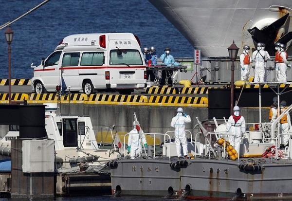 20200214120306702 - اليابان تبدأ بإنزال الركاب المسنين من السفينة الخاضعة لحجر صحي
