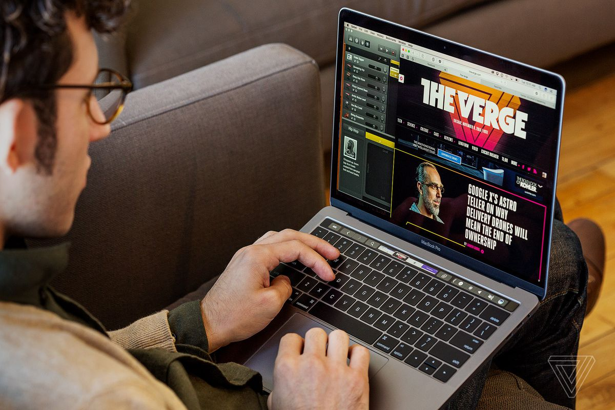 تقرير جديد ينصح مستخدمي MacBook بشحن حواسيبهم المحمولة من الجانب الأيمن لهذه الأسباب - تقرير جديد ينصح مستخدمي MacBook بشحن حواسيبهم المحمولة من الجانب الأيمن لهذه الأسباب