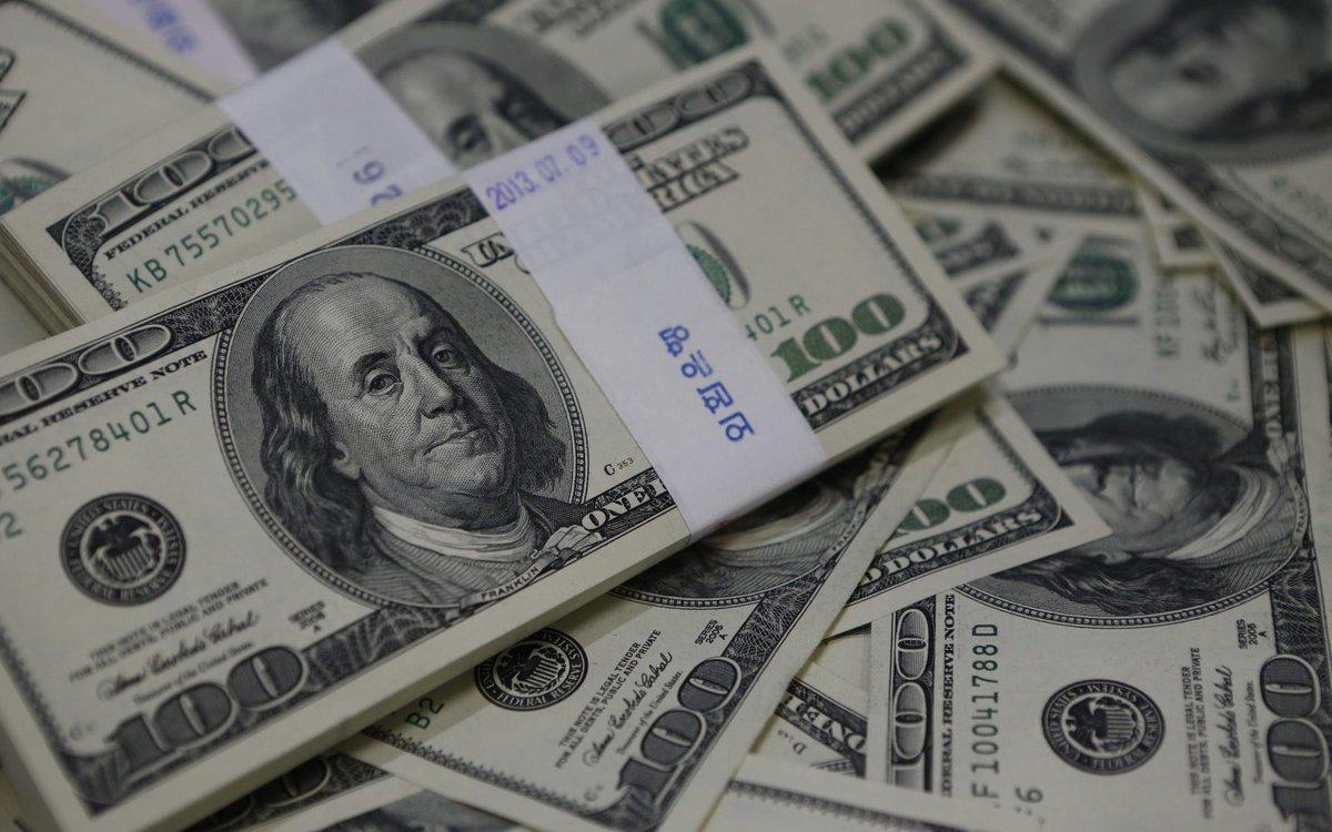 الدولار - عائلة أمريكية تعثر على مليون دولار على أحد الطرق بولاية فرجينيا