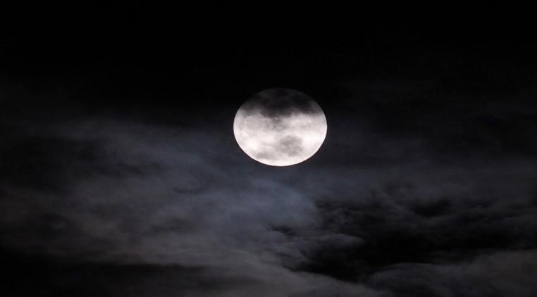 القمر - بعد سنوات من الحيرة.. حل لغز اختفاء القمر تماما من السماء عام 1110!
