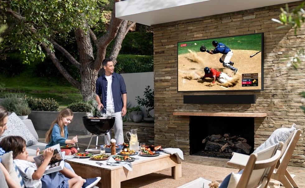 تلفاز Samsung Terrace TV الجديد مصمم ليتم إستخدامه خارج المنزل - تلفاز Samsung Terrace TV الجديد مصمم ليتم إستخدامه خارج المنزل