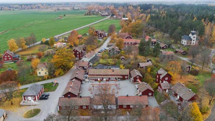 قرية ساترا برون السويدية للبيع مقابل مبلغ ٧ مليون دولار - قرية سويدية كاملة للبيع بمبلغ زهيد