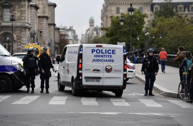 xxxxxxxxxxxx - إذاعة فرنسية: الشرطة تقتل بالرصاص شخصاً في مدينة أفينيون بعدما هدد المارة بسكين