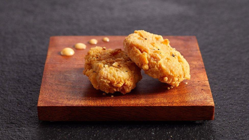 """٢٠٢٠١٢٠٢ ١٤٥٤٤١ - #سنغافورة تسمح بتداول """"لحم دجاج"""" منتج في المختبر.      #العبدلي_نيوز"""