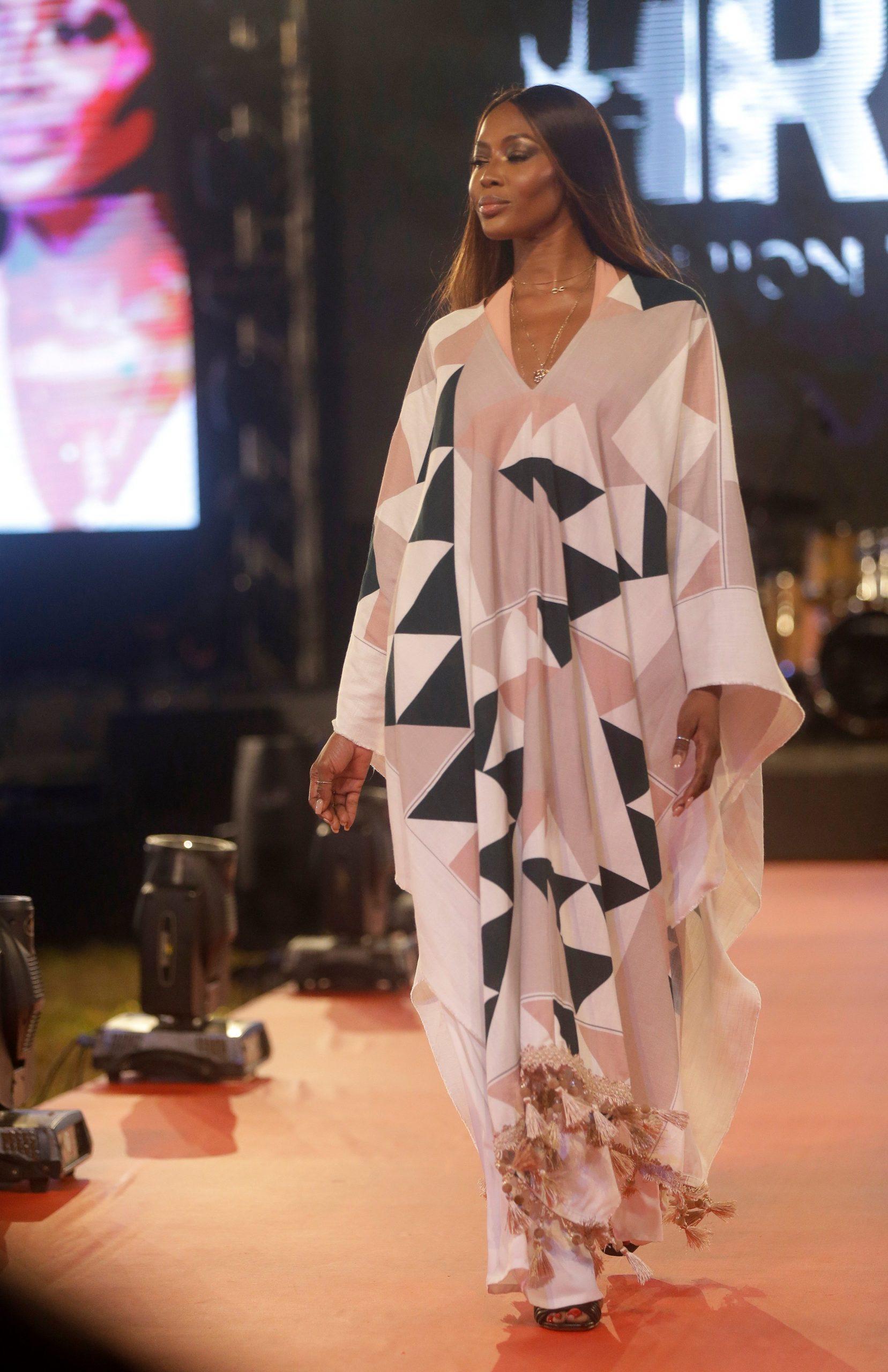 ٢٠٢٠١٢١٤ ١٧٠٩٢٩ scaled - ناعومي كامبل تشارك في عرض أزياء بنيجيريا للترويج للأزياء الأفريقية.      #العبدلي_نيوز