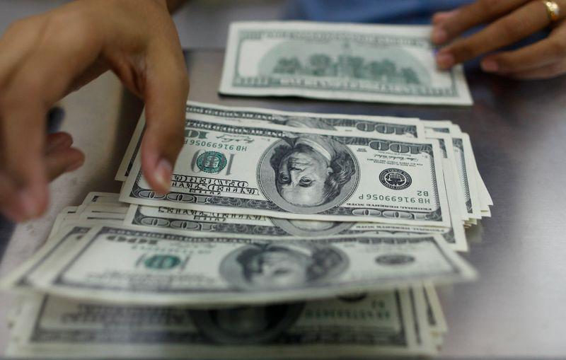 ٢٠٢١٠١٢١ ١٠٠٦٠٩ - الدولار يتراجع بعد إعلان بايدن حزمة مساعدات ضخمة.    #العبدلي_نيوز
