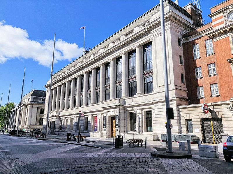 """٢٠٢١٠١٢٢ ١٦٣٩٠٠ - صحيفة """"آرت"""": متاحف أوروبا المغلقة تتحول لمراكز تطعيم ضد """"كورونا"""".    #العبدلي_نيوز"""