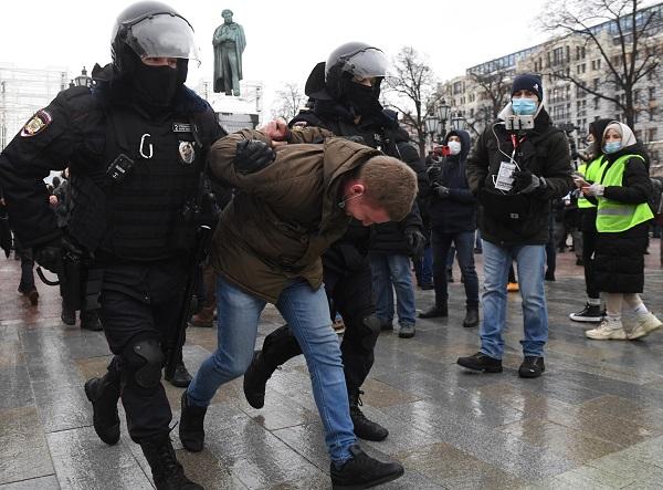 ٢٠٢١٠١٢٣ ١٧٢٩٢٠ - الشرطة الروسية تعتقل محتجين في موسكو وسان بطرسبورغ.     #العبدلي_نيوز