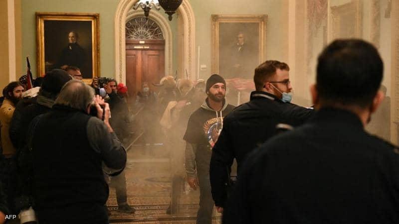 1 1405356 - فوضى في الكونغرس.. وعمدة واشنطن تعلن حظر التجول