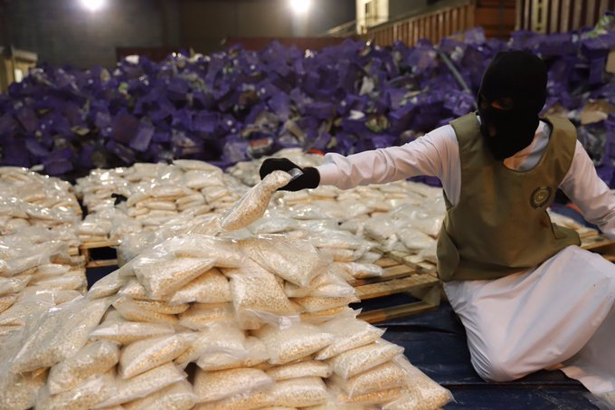 EsWgm gXUAEx2rE - السعودية.. إحباط تهريب أكثر من 20 مليون قرص مخدر بداخل شحنة عنب
