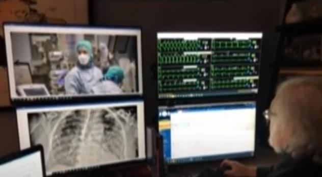 ec68a462 16c0 4568 a8e4 77745f0dc459 - معظمهم على أجهزة التنفس الصناعي.. طبيب ينقذ حياة مئات المرضى من غرفة معيشته في منزله (فيديو)