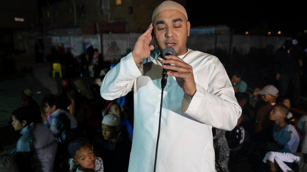 ٢٠٢١٠٣٠٢ ١١٣٣٣٣ - كيف أسهم رجال دين مسلمون في الحد من عنف العصابات في كيب تاون بجنوب أفريقيا؟.  #العبدلي_نيوز