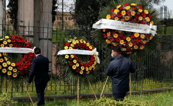 ٢٠٢١٠٤١٨ ١٨٥٤٥٣ - احتجاج للحانوتية في روما على تراكم النعوش في المقابر  #العبدلي_نيوز