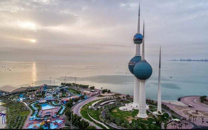 """E1fcubkWUAAVJmj - """"الأرصاد"""": طقس حار نهاراً ومائل للحرارة ليلاً..و""""العظمى"""": 44.            #الكويت.       #العبدلي_نيوز"""