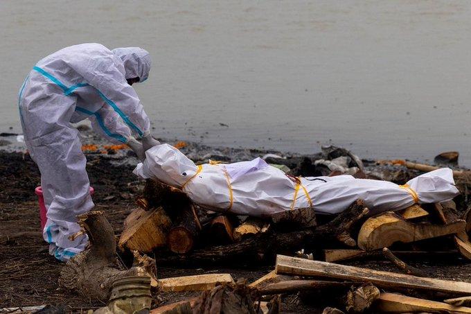 bI6f3PYk - الهند: إلقاء جثث ضحايا كورونا في الأنهار خوفا من الوباء..          #العبدلي_نيوز