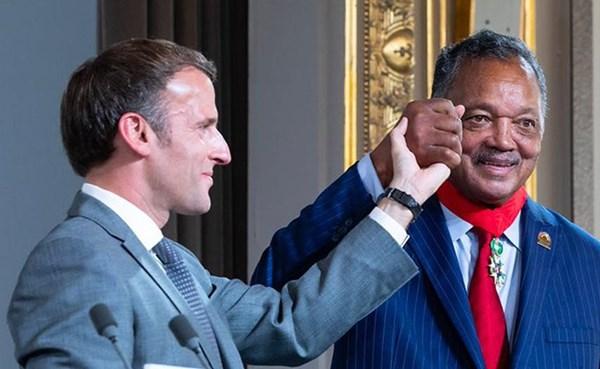 ٢٠٢١٠٧٢١ ١١٤٥١١ - #فرنسا تمنح القس الأمريكي #جيسي_جاكسون وسام جوقة الشرف.  #العبدلي_نيوز