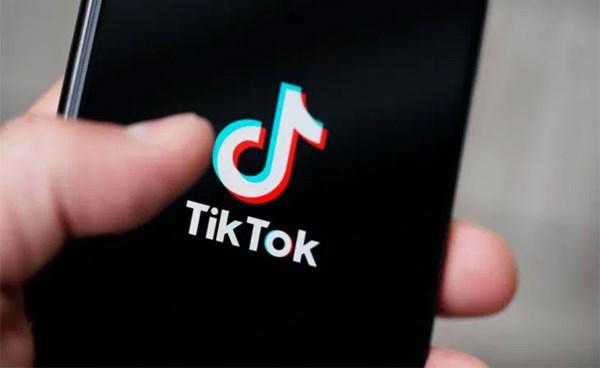 """٢٠٢١٠٧٢٢ ١٢٤٦١٠ - #باكستان تحظر تيك توك مجددا بسبب المحتوى """"غير الأخلاقي"""".   #العبدلي_نيوز"""