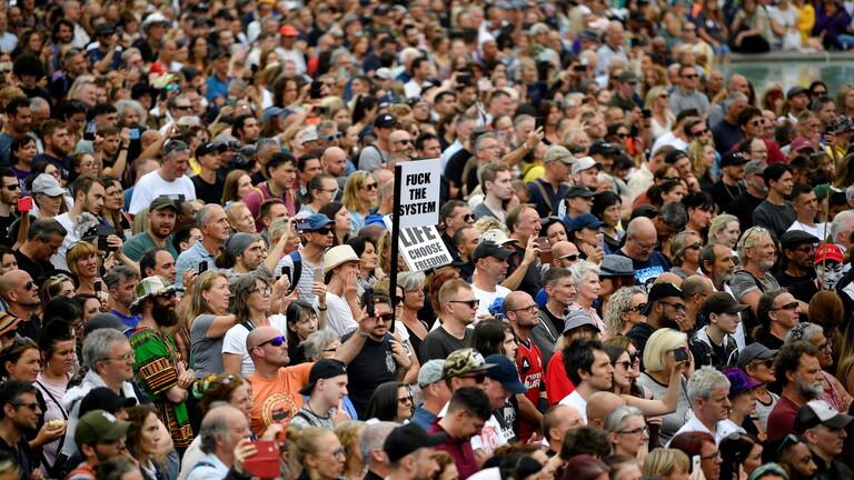 ٢٠٢١٠٧٢٥ ٠٩٤١١٤ - إصابة 4 من الشرطة واعتقال 6 أشخاص خلال احتجاجات على التلقيح ضد #كورونا في #لندن.  #العبدلي_نيوز
