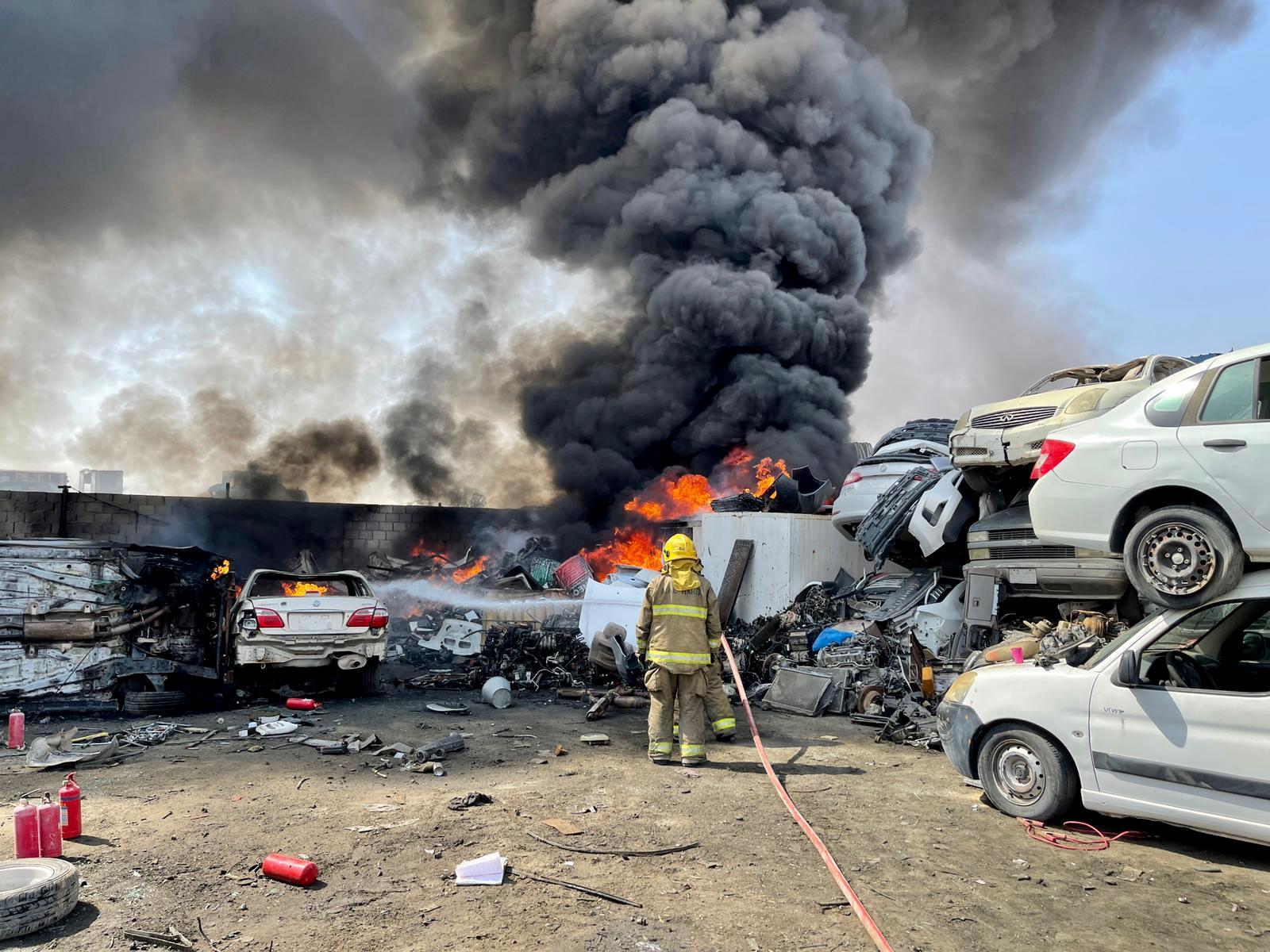 ٢٠٢١٠٧٢٥ ١٢٣٦١٩ - أربعة فرق إطفاء تسيطر على حريق اندلع في سكراب النعايم.   #العبدلي_نيوز