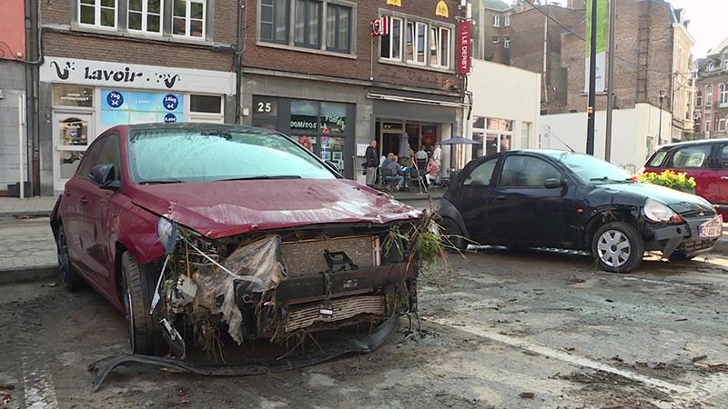 ٢٠٢١٠٧٢٦ ١٦٣٠١٢ - السكان يحصون أضرار السيول في دينانت البلجيكية.  #العبدلي_نيوز