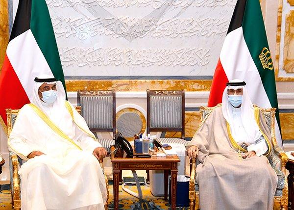 السمو الأمير الشيخ نواف الأحمد يستقبل سمو ولي العهد وسمو رئيس مجلس الوزراء. #العبدلي