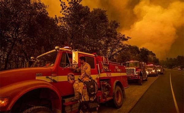 ٢٠٢١٠٩٢٨ ١٢٥٠١٩ - اعتدال درجة الحرارة يساعد رجال الإطفاء في احتواء حريق ضخم بكاليفورنيا.   #العبدلي_نيوز