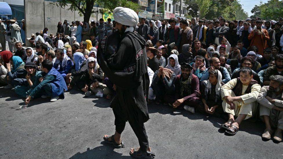 ٢٠٢١٠٩٢٨ ١٢٥٨١١ - #أفغانستان_تحت_حكم_طالبان: مدير أحد أكبر بنوك البلد يقول إن القطاع المصرفي يوشك على الانهيار.  #العبدلي_نيوز