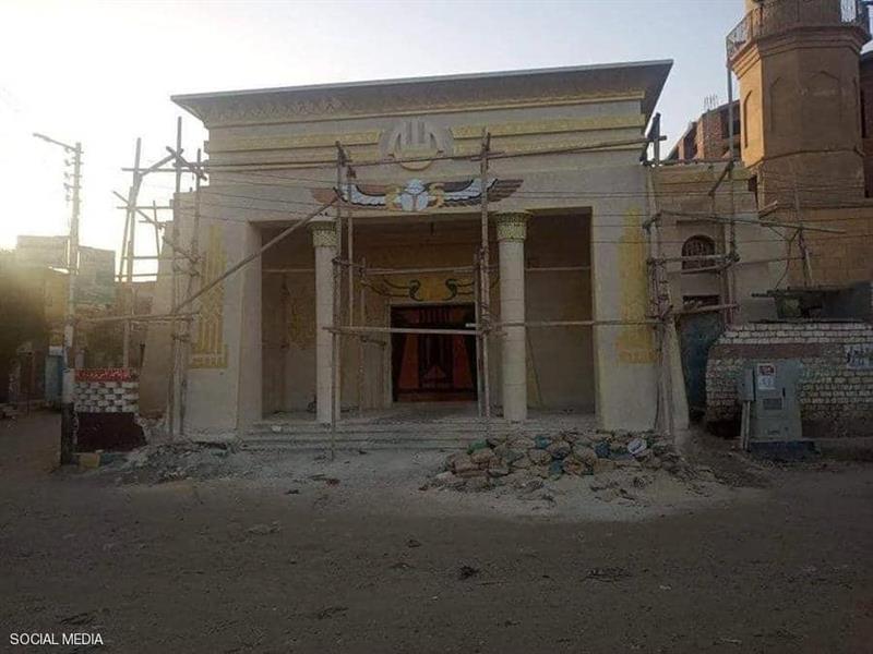 874cb17c 5695 4e9e 88d4 3a5d6927eb37 - مسجد بزخارف فرعونية يثير الجدل في مصر.. ما القصة؟