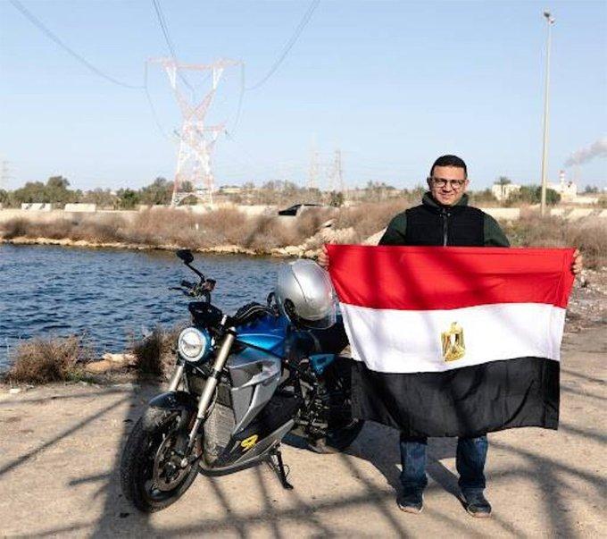 E k2sjWXIAobvGV - #مصري يسجل رقما قياسيا بدراجة كهربائية بمدينة #العلمين_الجديدة.         #العبدلي_نيوز