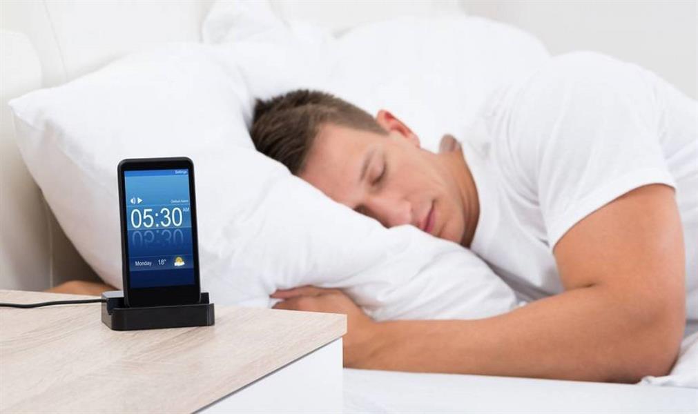 d913a68e feff 40ef 8d9f 2f4c53595e95 - ما المسافة الآمنة لوضع الهاتف الذكي عند النوم؟ خبير روسي يوضح
