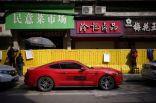 البيع والشراء في ووهان الصينية.. عبر جدران بلاستيكية