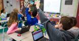 طلابك يشعرون بالملل داخل الصف الدراسي.. إليك 6 تقنيات يستخدمها المعلم لإثارة حماس الطلاب
