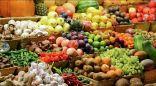 منها الحموضة وعسر الهضم.. مخاطر عديدة لشرب الماء بعد الفاكهة مباشرة
