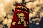 وجدوا رائحة بشعة بالأطعمة.. عمال في كنتاكي يتعرضون لمضايقات بسبب كشفهم حالات بيع الدجاج منتهي الصلاحية