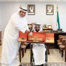 #رئيس_مجلس_الأمة_بالإنابة أحمد الشحومي يكرّم اللاعبين المطوع ونقا وسرور : نماذج كويتية رائعة.  #العبدلي_نيوز