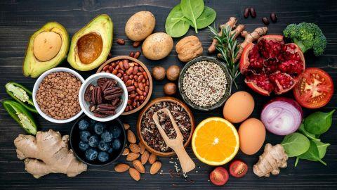 11 غذاء تساعدك على تحسين الدورة الدموية وخفض ضغط الدم .. هل تتناولها بكثرة؟