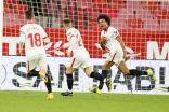 إشبيلية يضع قدماً في نهائي كأس ملك إسبانيا بثنائية في برشلونة